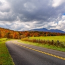 A fall scene along the Blue Ridge Parkway in North Carolina. Shutterstock/TheBigMK Image
